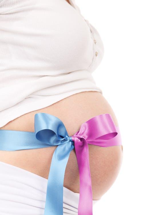 zwangere vrouw met grote buik
